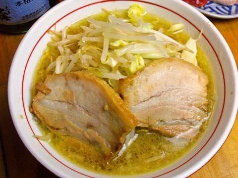 太い麺に良く絡んでボリューム満点 最後のシメにおすすめ
