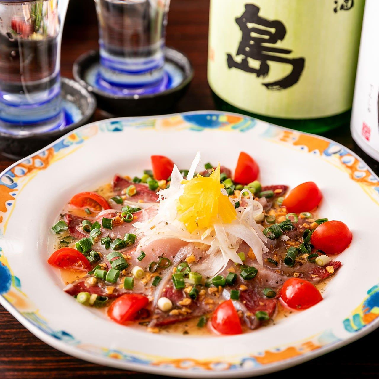 旬の地魚を使ったカルパッチョ、酒粕和えは日本酒との相性抜群!
