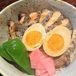 炭焼き豚テキ丼