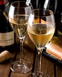【スパークリングとワイン】 グラス700円〜・ボトル3,000円〜
