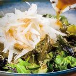 新玉葱と生わかめのチョレギサラダ