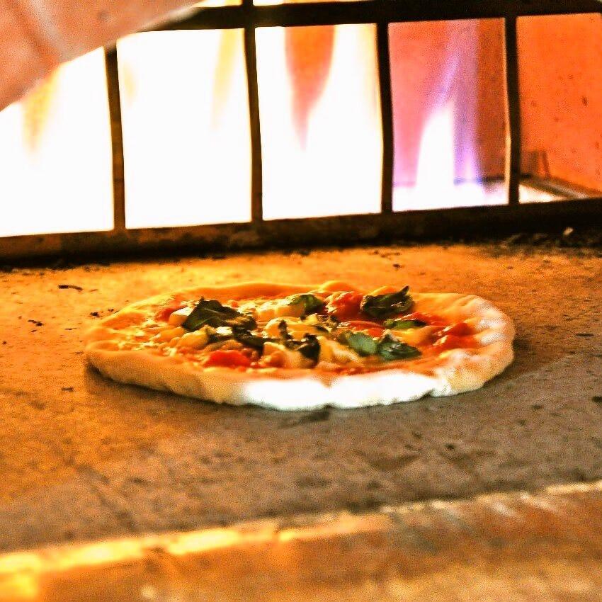 元町中華街石川町手作り窯焼きピザ