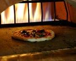 店内の窯で生地から手作りのPIZZAを焼き上げます!