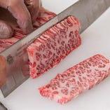 肉や脂の色・サシ・張りを 食肉のプロが直接目利き