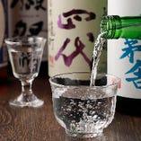 伊勢海老・黒毛和牛・上州地鶏…自慢の料理にあわせた日本酒を全国から厳選入荷!!十四代・獺祭・雪の茅舎などなど、日本酒好きにはたまらない希少な銘柄も常にご提供できるよう準備しています。また、今しか飲めない季節酒をはじめ、メニューにない一本がある時も♪リクエストも承りますので、気軽にお申し付けください。