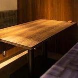【4名様まで】淡い間接照明が照らす個室空間は、品川での様々なシーンに大人気!!少人数から使えるお部屋を多数ご用意。事前のご予約で4名前後まで対応可能な個室の準備が可能ですので、気軽にスタッフまでお申し付けください。