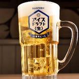 ◆+500円でプレミアム飲み放題に!話題の〈アイス・ドラフト〈生〉〉や本格焼酎・日本酒まで楽しめます!! 100品以上を誇る充実の飲み放題は+500円でグレードUP可能♪最後までキンキンに冷えたビールを楽しめると話題の氷を入れて飲むビール〈アイス・ドラフト〈生〉〉や本格焼酎・厳選日本酒も飲み放題なんですよ。