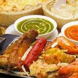 インド料理が勢ぞろい♪味付けはインドの方も納得の本格派です◎