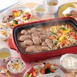 松尾ジンギスカンとお好みの野菜があれば、本格的なジンギスカンをお楽しみいただけます。 専用鍋が無くても安心!ホットプレート・フライパンの焼き方はコチラをご確認ください。 https://www.matsuo1956.jp/howto/grill/