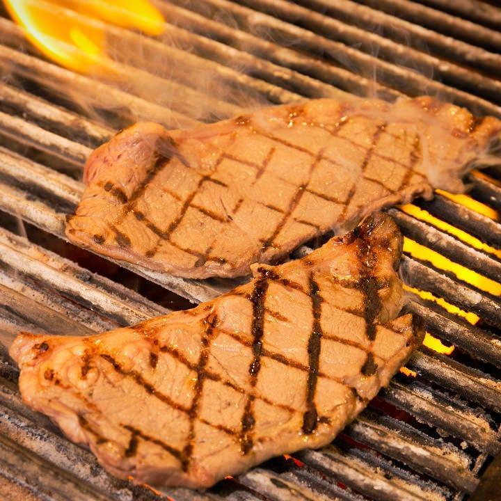 美味しさの秘密は炭火焼きと品質管理