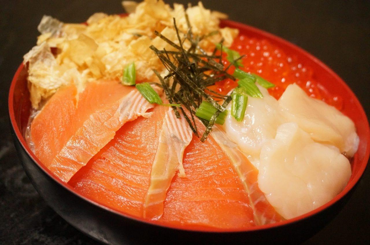 地場産食材を使用した海鮮丼