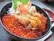 生うに、いくら、たらば蟹、豪華三点盛りの「海鮮巴丼」