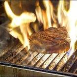 日本では珍しい火の味のするシンプルかつ豪快なグリル料理