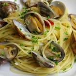 アサリとオリーブオイルソースで和えたスパゲッティ