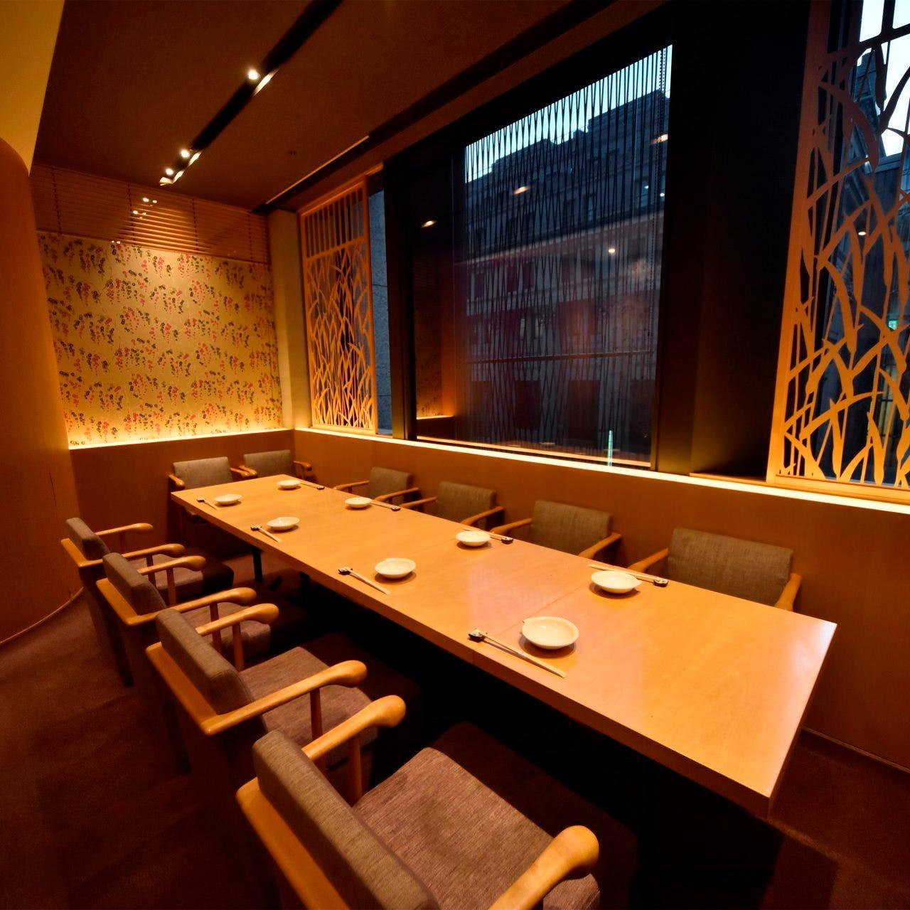 落ち着いた空間でゆっくりお酒とお料理をお楽しみください