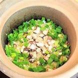 タコと九条葱の土鍋飯
