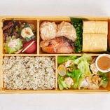 おばん菜と鶏の三種盛り弁当
