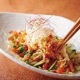 蒸し鶏と野菜のサラダ(唐辛子ドレッシング)