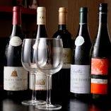 ワイン好きのオーナーが厳選した各種ボトルワインを取揃えています。それぞれの味だけでなく、お肉との相性も考えて選別!