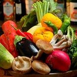 生産者から直接買い付ける新鮮な季節の京野菜や露地野菜も絶品