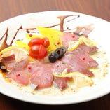 新鮮な海の幸や旬野菜などの季節食材を活かした日替り料理も!
