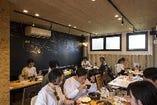 【メインフロア テーブル席】2〜4名様×6席★フロア貸切で最大30名様までOK!