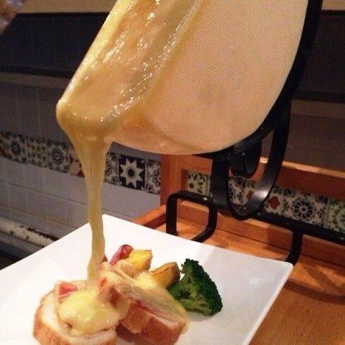 フランスの郷土料理ラクレットチーズ