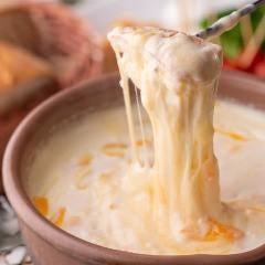 焼きたてパンと5種チーズフォンデュ(ポルタ手作りバケット付き)