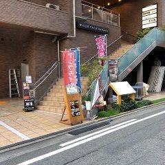 元博多城山ホテル!今はアクア博多というビルの隣です。 那珂川沿いです。