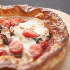 フレッシュトマトとバジルのパイッツァ