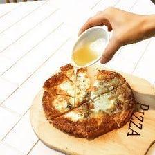 クワトロフォルマッジョのパイッツァ はちみつ添え