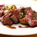【メインはお肉】 コースでは黒毛和牛、地鶏など上質素材を使用