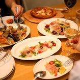 メインはお肉! シェフ特製のパスタ、色とりどりの前菜が並ぶ本格イタリアン