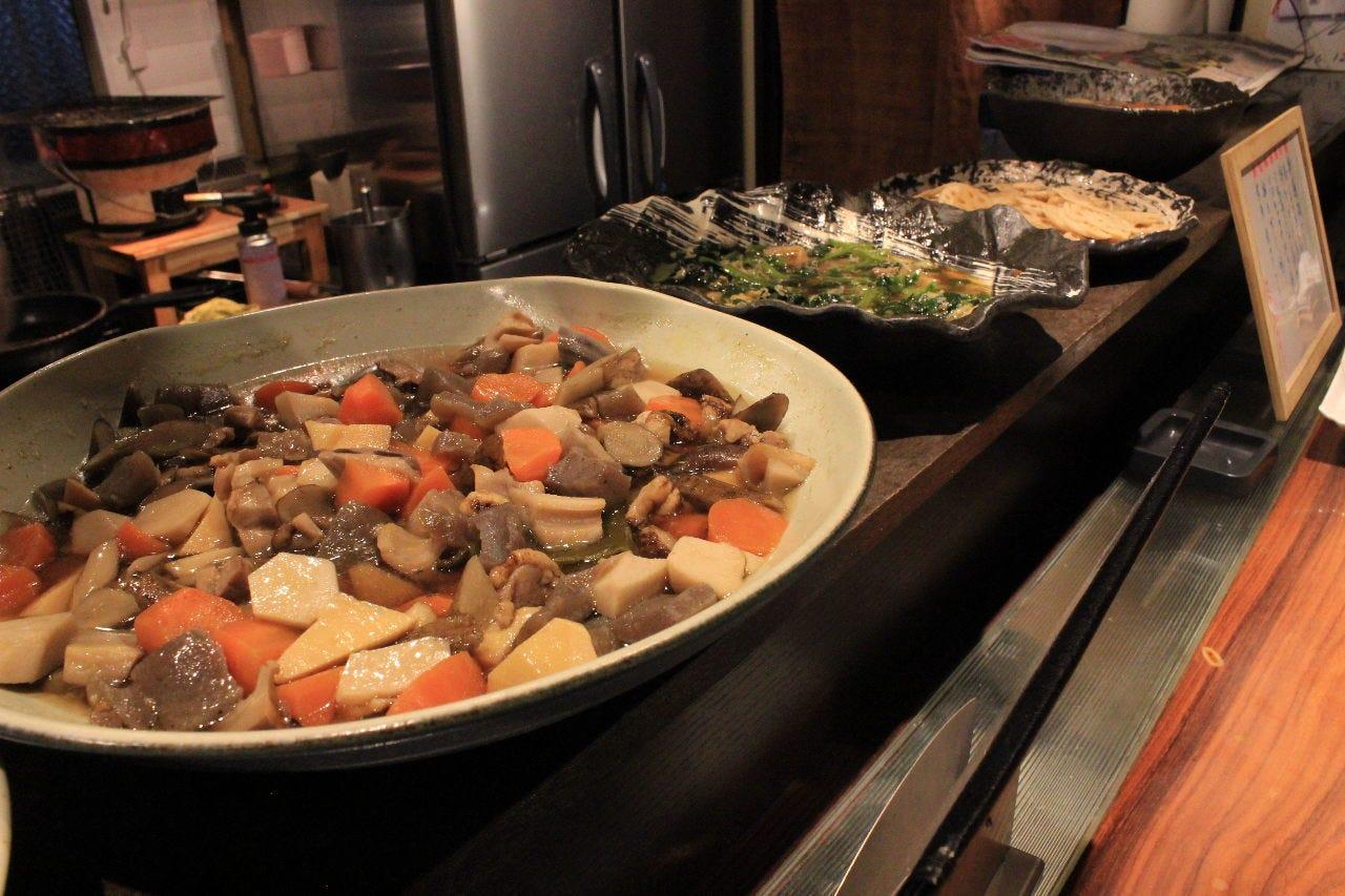 四季の味が楽しめる大皿料理