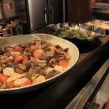 大皿料理は旬のもの満載