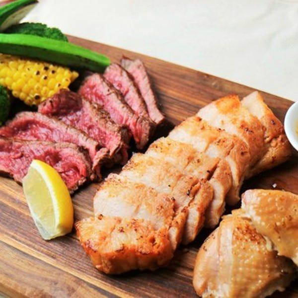 名物!三種肉の盛り合わせが人気!