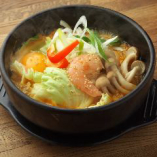 旨辛海鮮ラーメン(卵入り)