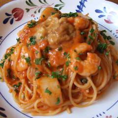 ウニのトマトクリームスパゲティ(えびとほたて入り)