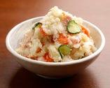 サイドメニューのポテトサラダはごろっとしたジャガイモが美味。