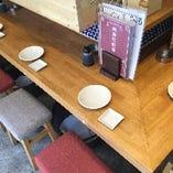 カウンター席、テーブル席どちらもご用意!気軽にお食事、お酒を楽しめます!
