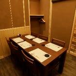 接待や会食の際にゆったり食事が楽しめる完全個室(4〜6名様まで)