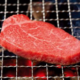 松阪牛のヒレをじっくりと炭火で炙って。上質の赤身だけが持つ、深い旨味をご堪能ください