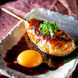 烏骨鶏入りつくねに濃厚烏骨鶏の玉子を贅沢に絡めて召し上がれ