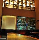 【天井9M高の一面窓の夜景を満喫◎ プレミアム座敷掘り炬燵個室 20名,30名38名】 忘年会・新年会など宴席から各種ご会合に最適のプレミアム個室◎ご来店頂いたお客様には毎年ご会合に席のご指定を頂くリピーター多数の人気のお席。天井9M高の一面窓の夜景、ちょっと贅沢な宴席にお薦めでございます!