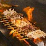 鶏料理が自慢の鳥どりの串はお酒との相性抜群。