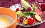 昔から当たり前のように使っている彩り野菜のバーニャカウダ
