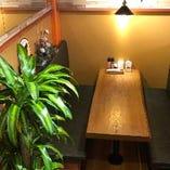 店内は、カジュアルにステーキを楽しめる居心地の良い空間です。