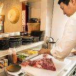 厨房では都内有名店で修行を積んだ職人が腕を振るいます