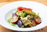 つぶ貝と旬野菜の香草バターソテー