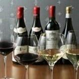 ワイングラスは全部で12種類用意。ソムリエがワインの特徴によって最適なグラスで提供します!
